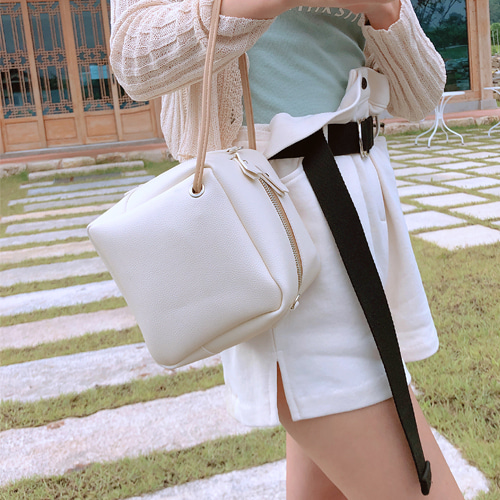 daily cube strap bag