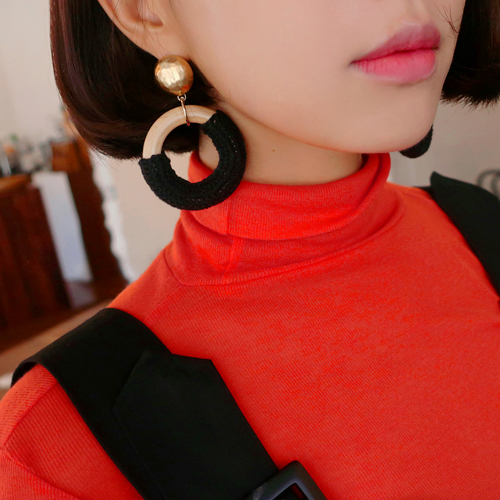 knit wood earring