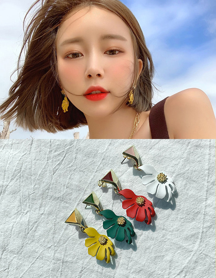Secret flower earring